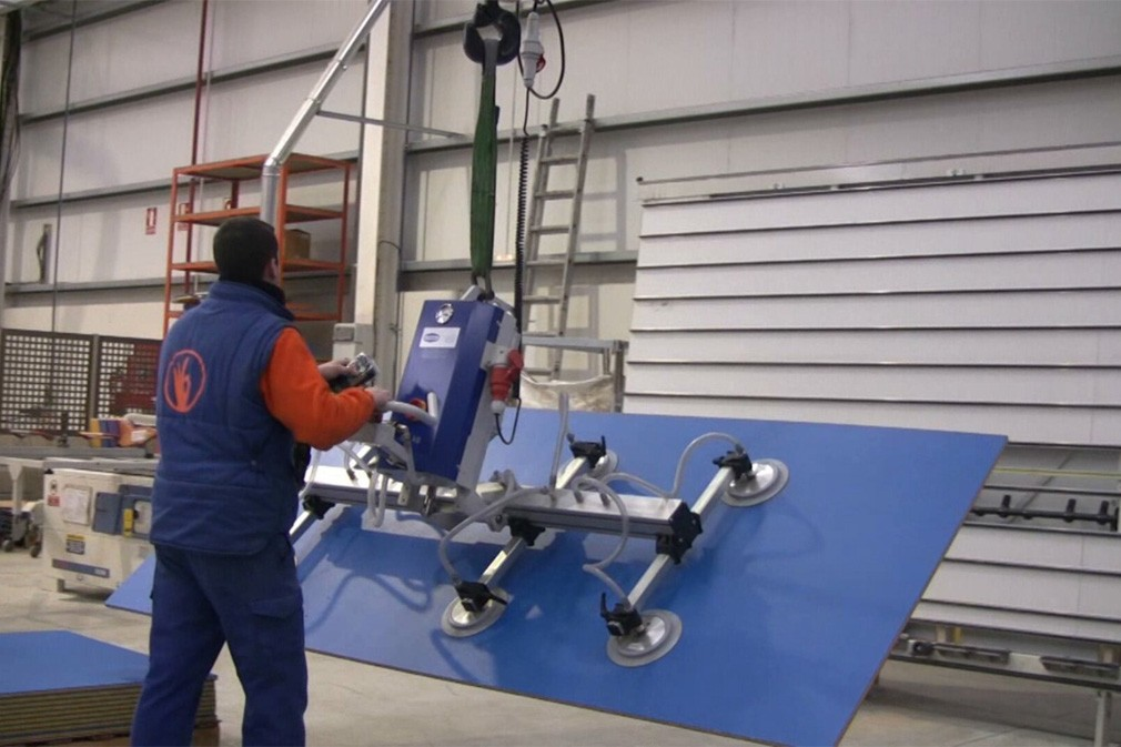 VACUUM LIFTING DEVICES VACUMASTER FOR WOODEN BOARD